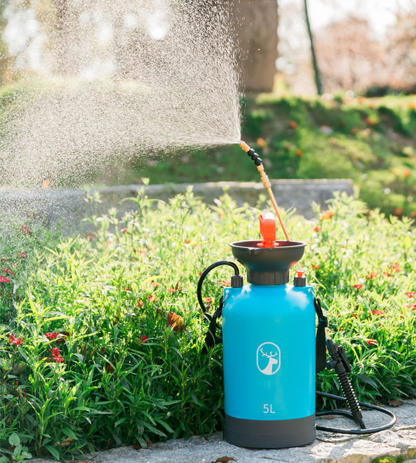 Automatic garden sprayer